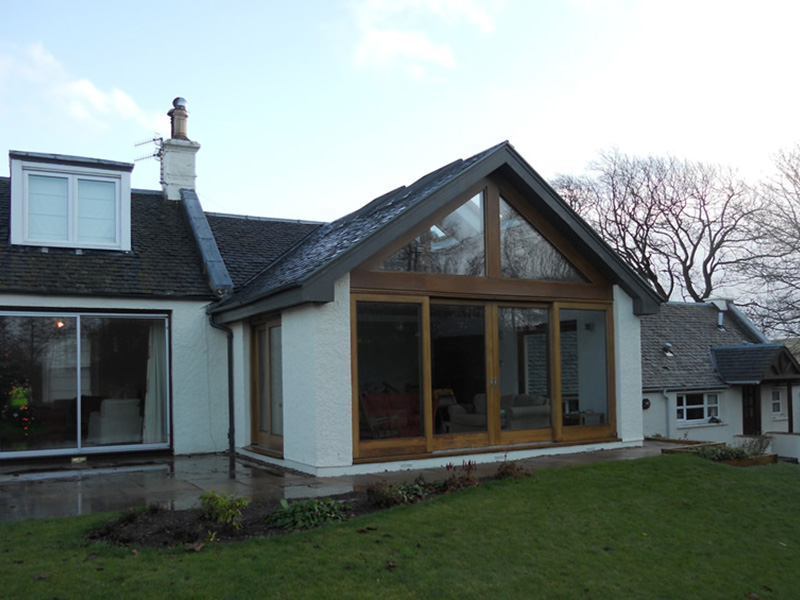 Extension with oak frame and oak sliding doors